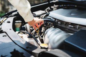 vérification d'huile dans le moteur